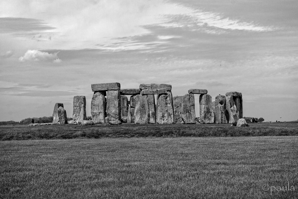 stonehenge_bw
