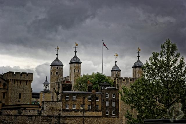 london tower closer-1_potpis
