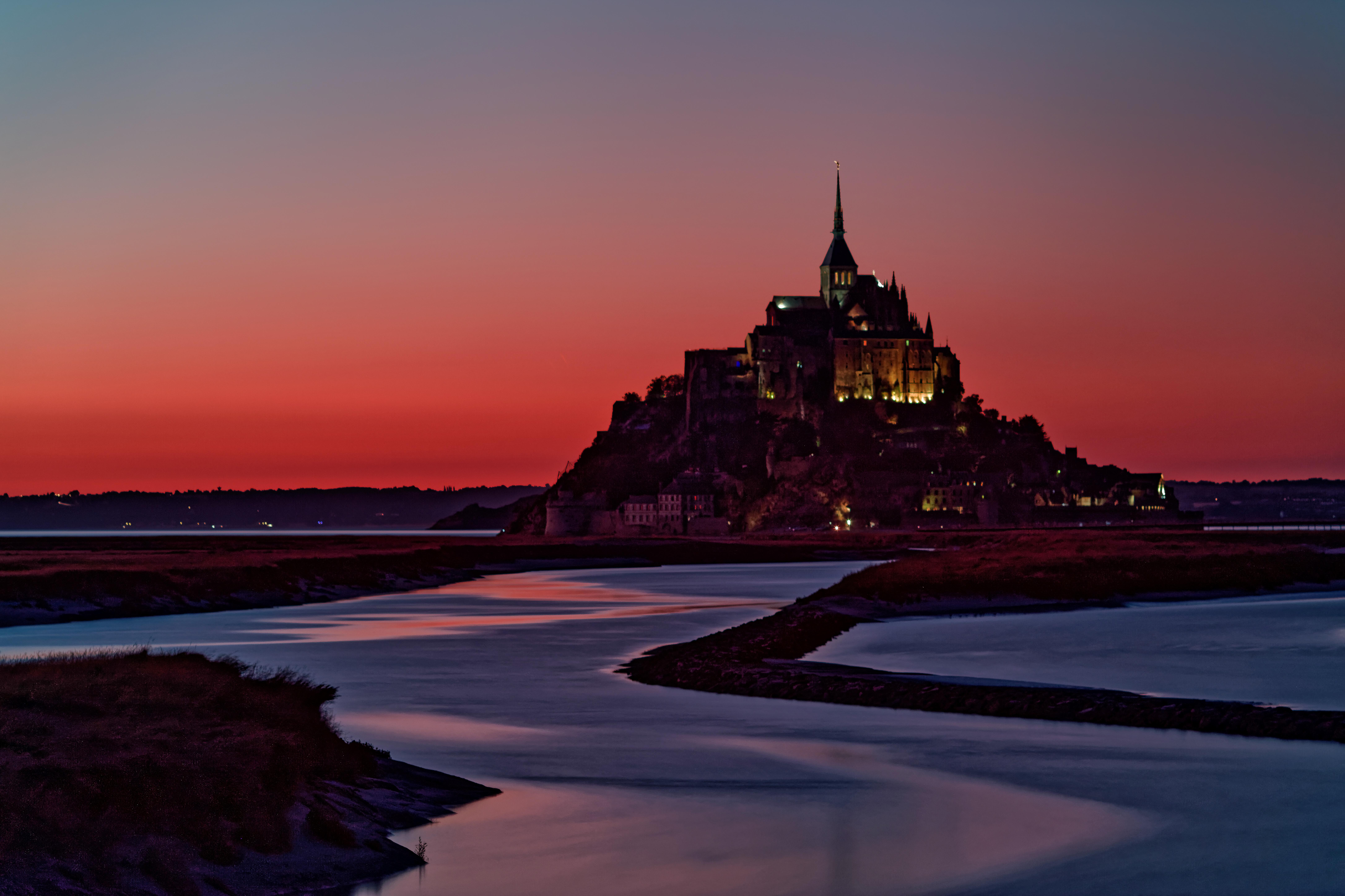 Mont Saint Michel crveni
